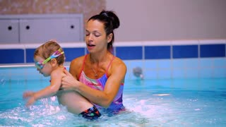 Young mother recreates her liitle son in the swimming pool