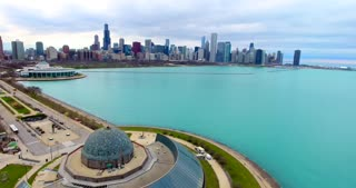 4K Adler Planetarium Chicago Skyline Aerial Pull Back Buildings City Urban Lake Michigan Water Flying