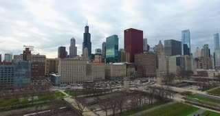 4 K Aerial Chicago Skyline Buildings City Urban Establishing Shot Flying Cna Building