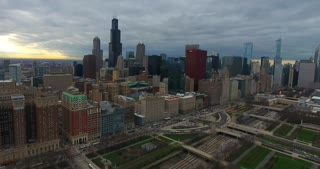 4 K Aerial Chicago Skyline Buildings City Urban Establishing Shot Flying Cna Building Willis Tower Helicopter Flying Right