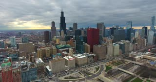 4 K Aerial Chicago Skyline Buildings City Urban Establishing Shot Flying Cna Building Willis Tower
