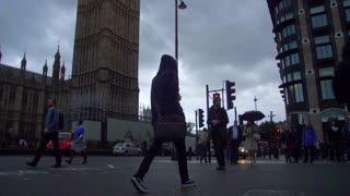 4K Big Ben Slow Mo Walking London England Paralament Pan Up