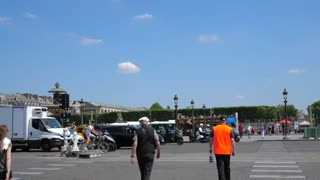 4K Egyptian Obelisk Place De La Concorde Stoplight Turning Green Pan Up Tourists Walking