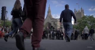 4K London Parlement Buildings City Traffic Urban People Crossing Crosswalk Bustle Humanity