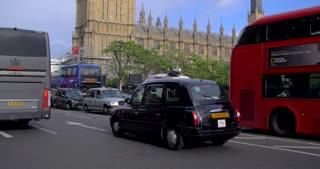 4K Slow Motion London Parlement Buildings City Traffic Urban Street Bustle Humanity