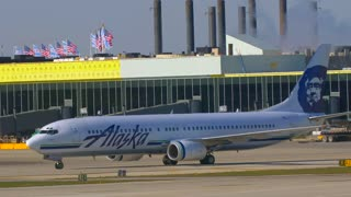 Alaska Air Usa Flag Busy Airport Tarmac Airlines Pilots Taxying Airplane Flying Away From Airport Travel Jumbo Boeing Commercial Aviation Vacation Jet Engine Thrust