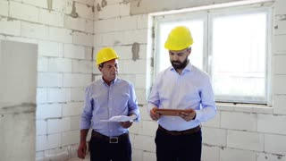 An architect and worker at the construction site.