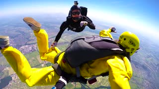 Skydivers accelerated free fall course
