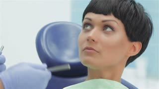 Dentist before treatment makes recommendations on dental care for the patient