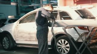 Automobile service - manual labor - polishes car