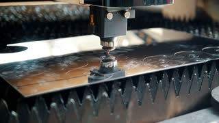 Production process, the machine draws smooth circles on the metal sheet