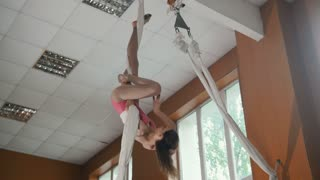 Tennager acrobatic model girl performs amazing acrobatic stunts on the rope