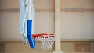 The ball into the hoop, basketball, nice trowing
