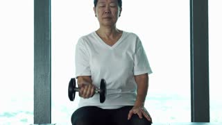 Senior Woman 2 Gym Dumbell 4 K