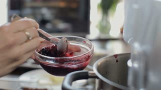 cupcake cooking  with fresh berries