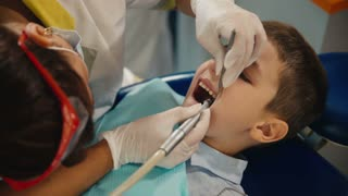 small child's visit to the dentist