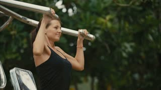 woman exercising in the outdoor gym