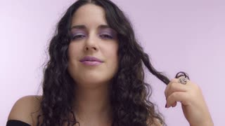 plus size woman with lilac makeup twirl it on a finger