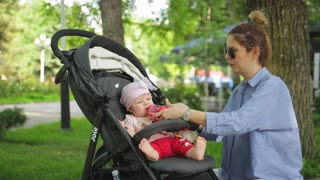 Mom gives birth to a child in a stroller