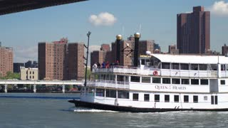 Navigation on the Hudson. The ship passes under the Brooklyn bridge . The view from Brooklyn heights