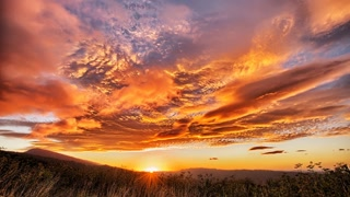 Primal Earth Images Waikaremoana Lenticular Sunrise 4 K Stock