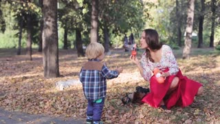 Mom entertains your child inflates soap bubbles