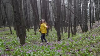 The girl dances, rejoices in the forest