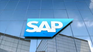 Editorial SAP logo on glass building.