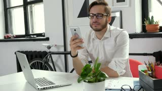 Businessman being happy looking at smartphone 20s 4k