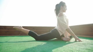 Woman Yoga - relax in nature. 20s. 4k
