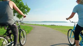 Couple rides bikes by Seattle waterfront 3