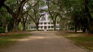 Baton Rouge Plantation, Driveway to House