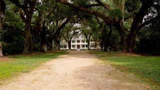 Baton Rouge Plantation House, Long Driveway