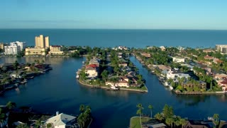 Luxury Homes in Tropical Harbor
