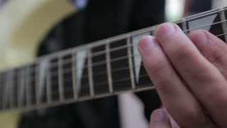 man play on electric guitar
