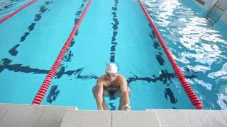 start swimmer in pool