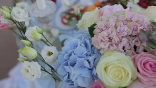 wedding floral on table groom and bride