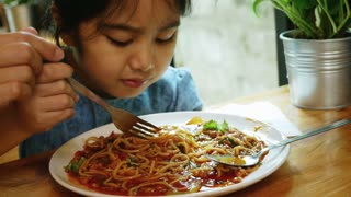 4K : Happy Asian child eating delicious spaghetti