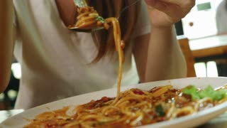 4K : Happy Asian woman eating delicious spaghetti