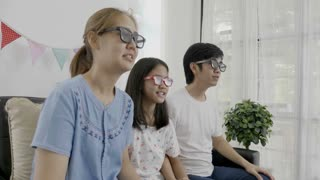 4K : Adorable family watching a 3D movie together with 3D glasses