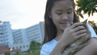 4K : Lovely Asian girl plays with her Persian cat in the park