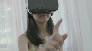 4K Slow motion : Asian girl touching the air by finger, Playing games with virtual reality goggles at home