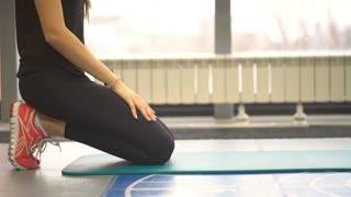 girl doing abdominal exercise