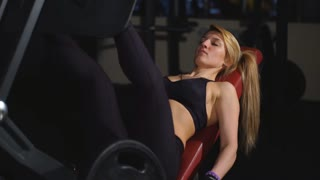 girl doing leg press in the simulator