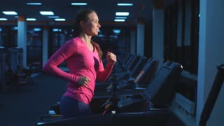 Girl working out in a treadmill at the gym