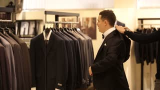 man tries on the suit in the store