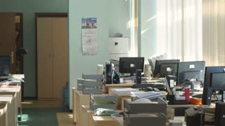 Woman opetor call center go to the workplace