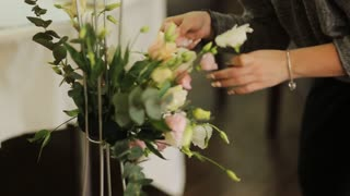 woman makes a bouquet of flowers