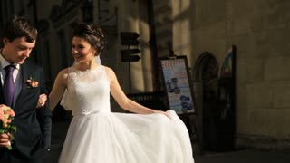 Just married couple walking in the city  shot in slow motion  close up
