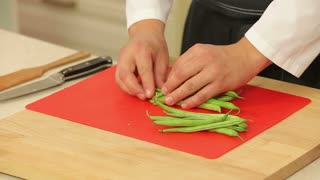 Chef is cutting green beans